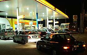 petrol price hike panic 010705 shell station