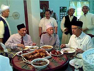 anwar and pak lah hulu langat meeting 100309 04