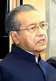 mahathir and rais yatim pc 190309 04
