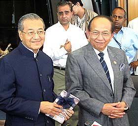 mahathir and rais yatim pc 190309 06