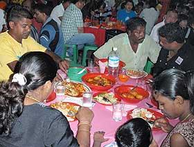 bukit gantang by election zahid hamidi dinner with hot girls performance 020409 07