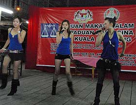 bukit gantang by election zahid hamidi dinner with hot girls performance 020409 09
