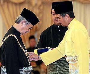 najib installed as sixth malaysia prime minister 030409 04