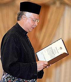 najib installed as sixth malaysia prime minister 030409 02