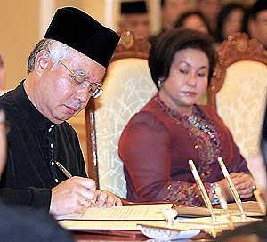 najib installed as sixth malaysia prime minister 030409 03