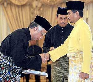najib installed as sixth malaysia prime minister 030409 06