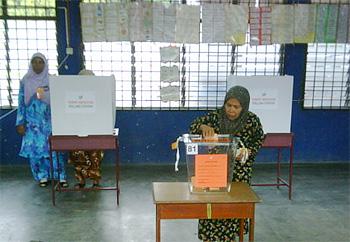 voters voting bukit gantang 070409