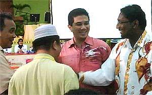 bukit selambau manikumar with azmin winner of election 070409