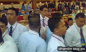 perak state assembly chaos unknown men in hall 070509 02