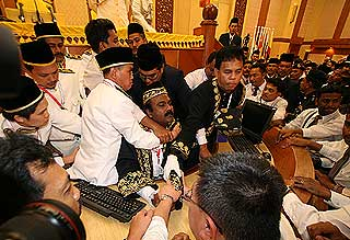 sivakumar being dragged abused manhandled by security unknown individual out perak state assembly chaos 070509 the best