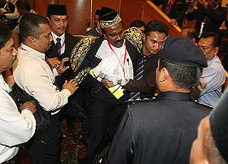 sivakumar being dragged abused manhandled by security unknown individual out perak state assembly chaos 070509 02