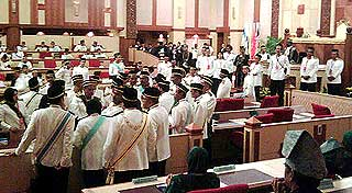 perak state assembly chaos in the assmbly between speakers and state reps 070509 04