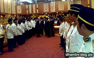 perak state assembly chaos unknown men in hall 070509 05