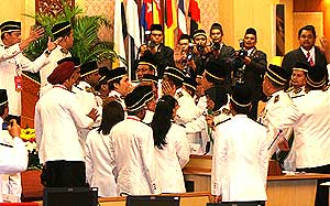perak state assembly chaos in the assmbly between speakers and state reps 070509 10