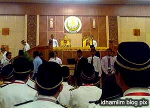 perak state assembly chaos unknown men in hall 070509 04