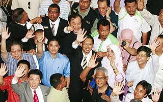 nizar jamaluddin win court case at duta court house 110509 01