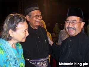 communist malaya members with malaysia ministers and vips 260509 03
