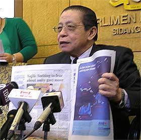 lim kit siang and unity talks parliament pc 250609 02