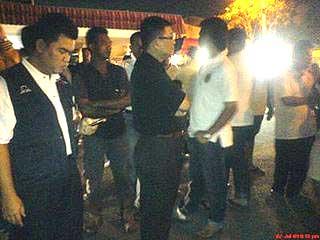 umno youth violent attack at dap event in melaka market 030709 03