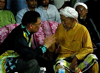 manek urai by election anwar and nik aziz ceramah 080709 02