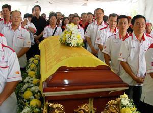teoh beng hock funeral 200709 casket 02