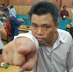 tan boon hwa pc macc 170709 simulate finger pointed at his forehead