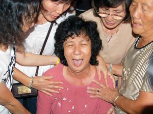teo beng hock funeral 200709 mother