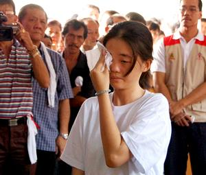 teo beng hock funeral 200709 fiancee crying
