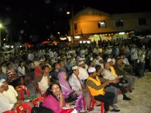 pas announce bagan pinang candidate 290909 crowds.jpg
