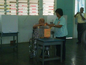 bagan pinang elderly voter 11102009