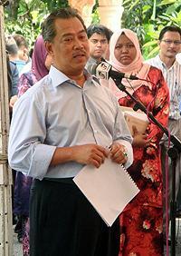 deputy prime minister muhyiddin yassin at masjid kampung sentosa batang kali 020410 04