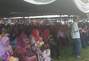 hulu selangor by-election bn campaign at behrang 100410 crowd
