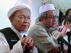 hulu selangor by-election 230410 nik aziz support zaid ibrahim