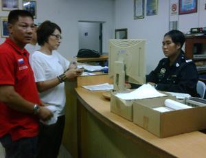 hulu selangor elizabeth wong police report orang asli village  barricade