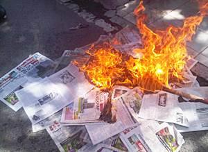 umno kota raja burn suara keadilan 270610 02