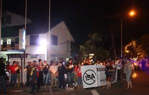 penang isa vigil 010810 vigil outside police station