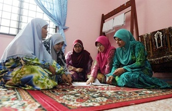 staff of school for pregnant students malacca 3