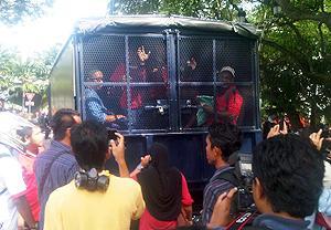 selangor protest against syabas 20101205 police arrest 03
