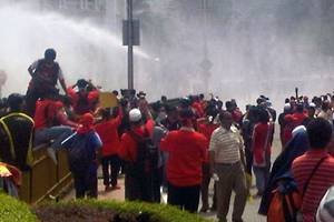 selangor water demo - water cannons