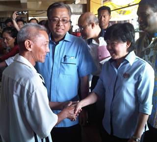 tenang by election day 1 230111 ismail sabri and tan lian hoe at pasar labis