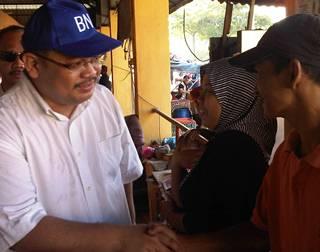 tenang by election day 1 230111 mohd azahar at pasar labis