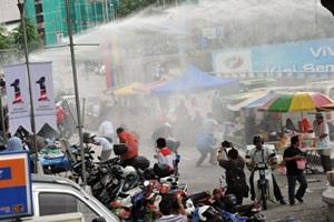 protest against hosni mubarak us embassy kuala lumpur water cannon 1malaysia 1