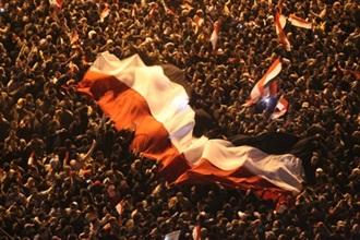 egypt revolution mubarak steps down crowd 1