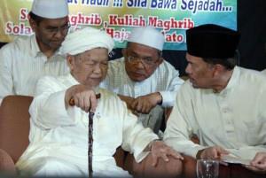 nik aziz and anwar selangor anti fitnah tour