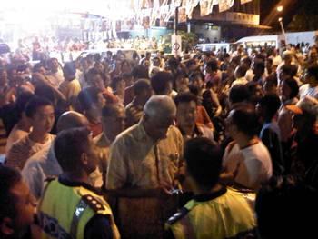 Cops break up kuching ceramah