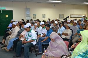 Sheikh Prof Dr Wahbah Mustafa Al-Zuhaily with Anwar Ibrahim on seminar Maqassid Syariah