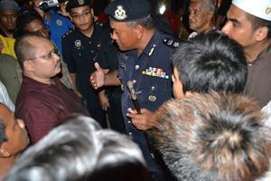 anwar ibrahim, ceramah pandi kutty, melaka, disrupt by police, samsul iskandar