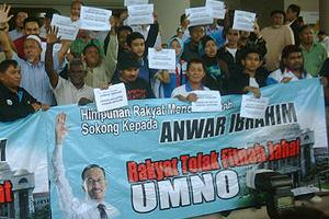 anwar sodomy trial 160511 support outside court 04