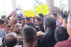 datuk t charged 240611 outside court after trial