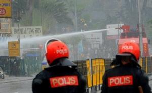 bersih rally 090711 police shooting into tung shin hospital